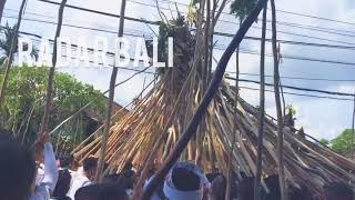 Tradisi Mekotek di Bali