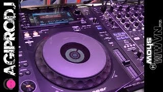 Take a look PIONEER DJ CDJ-900NXS Professional Multi-Player - Supports CD, MP3, USB in action - video 1