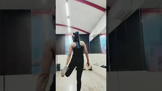 Dynamic legs stretching (Pre-workout)