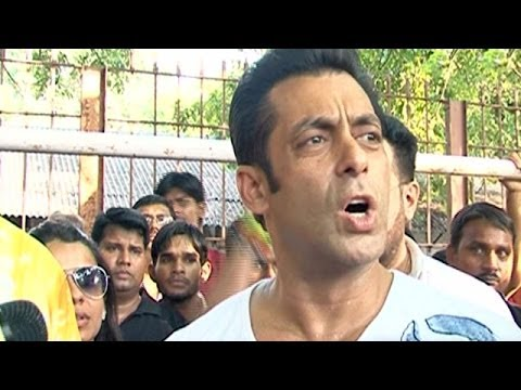 Salman Khan Avoids Questions On Jai Ho - Smashpipe Entertainment