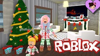 Bloxburg Family Decorates for Christmas! -  Baby Goldie Excited for the Holidays