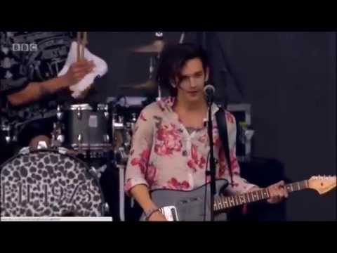 The 1975 - Settle Down (Live @ Radio 1's Big Weekend 2014)