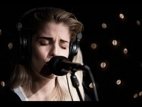 London Grammar - Hey Now (Live on KEXP)