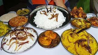 eating spicy food delicious big lunch Indian food mukbanga