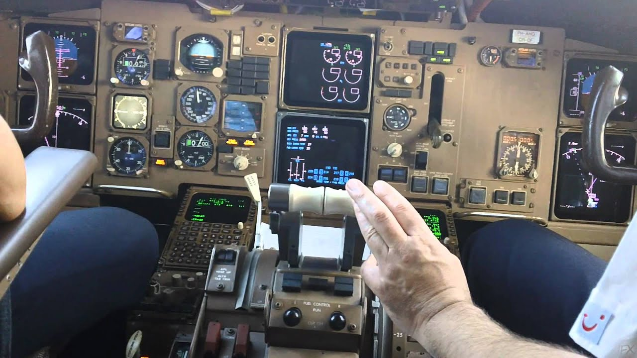Cockpit Video Boeing 767 300 Youtube