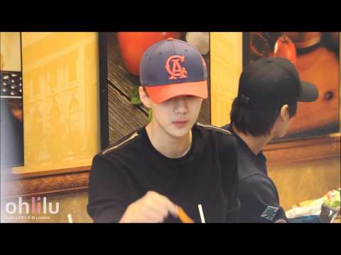[Fancam] 120622 EXO-K in London - Sehun...eating