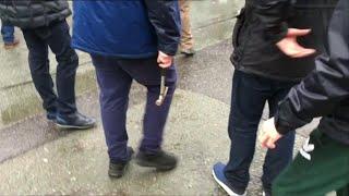 Gb, tifoso impugna martello durante gli scontri tra ultrà di Liverpool e Roma