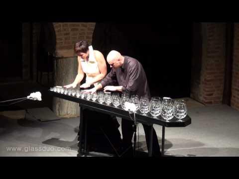 """Прекрасна изведба на чаши на совршената """"Шеќер слива бајка"""" од Чајковски"""