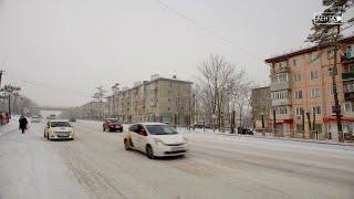 Дорожники очищают Артем от снега
