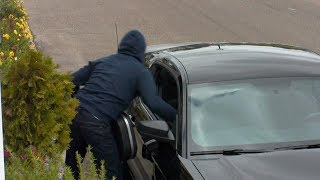 Thief steals items from an unlocked car | What Would You Do? | WWYD