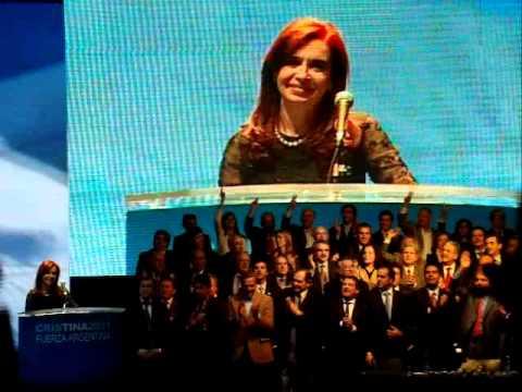Cristina cantando No nos han vencido.MOV