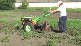 Hilling potatoes heavy diesel motor-block ... 2016!