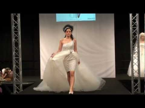 Beispiel: AMV Design Düsseldorf - Hochzeitsmesse, Video: AMV Braut- und Abendmode.
