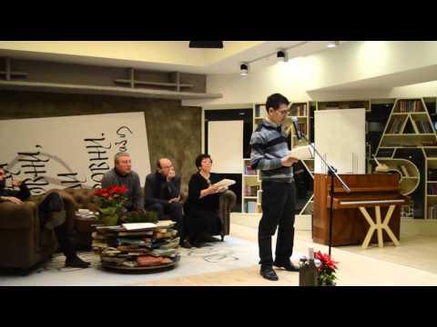 "Валери Валериев чете по време на наградата ""Иван Николов"" 2015"