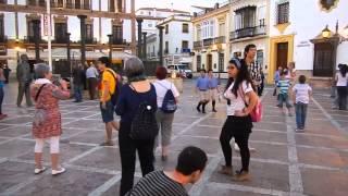 """(VIDEO QlvMYjwZ-xw) Fulmobando/Flashmob Arundo (Ronda) """"Esperanto, ponta lingvo por la mondo"""""""