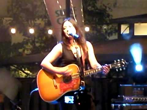 Michelle Branch Ready To Let You Go New Song Acoustic Live @ The Grove LA 081909