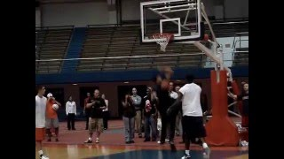 Carmelo Anthony scrimmages with Syracuse players 9/26/07