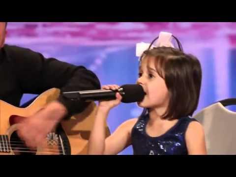 Niña de 7 años conmueve al público con su espectacular voz