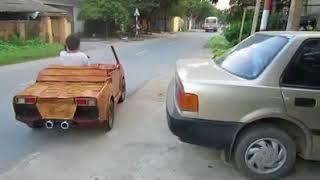 Kinh ngạc khi bắt gặp 'siêu xe gỗ' giống Lamborghini lăn bánh tại Sơn Tây