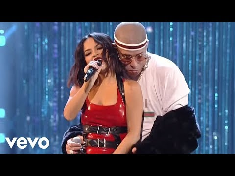 Becky G, Bad Bunny - Mayores (Live from the 2017 Latin American Music Awards)