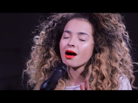 Ella Eyre: Good Luck (live at Nova Stage)