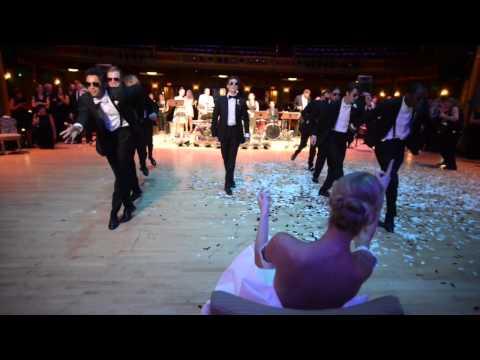 شاهد..  شاب يدهش عروسه بمفاجأة رائعة بحفل زفافهما
