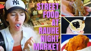 Taiwan Night Market - Eating Taiwanese Street Food in Taipei along Raohe Street (饒河夜市)