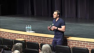 Rep. Amash applauded by crowd at Mich. town hall