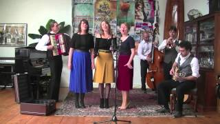 Bekijk video 1 van Swing Sisters op YouTube