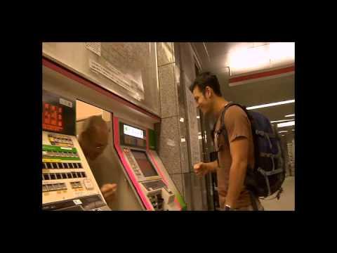 Pulsando el boton de ayuda en el Metro de Tokio