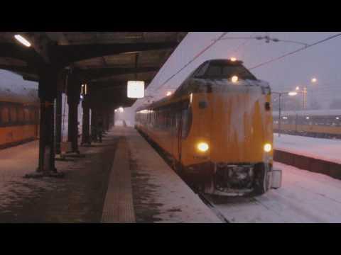 Treinen In De Sneeuw En Nog Een Cabinerit Met Een Plan V