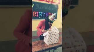 """Tặng quà sinh nhật cô giáo chủ nhiệm """" Bá Đạo """""""