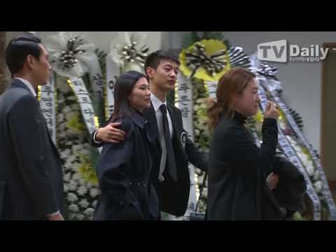 [TD영상] 샤이니 민호(SHINee Min Ho) 상주로 故 종현의(Jong hyun) 마지막 길 배웅