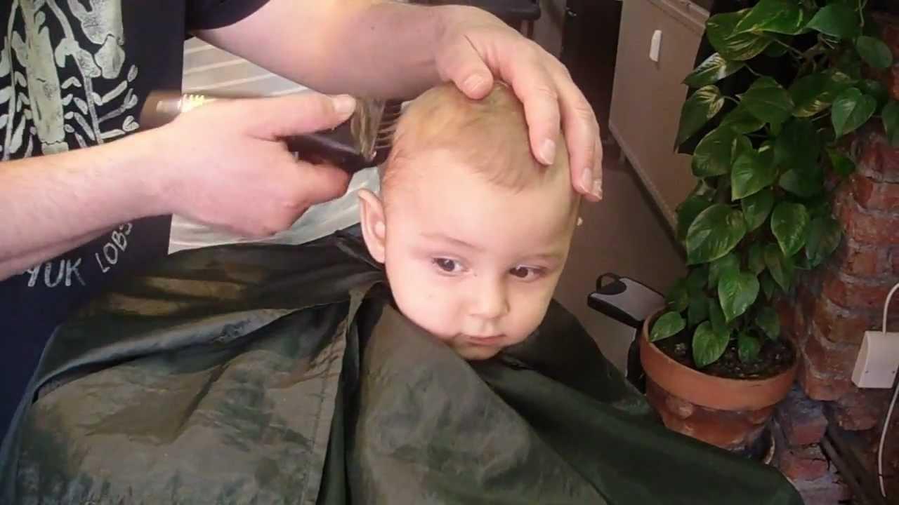 premi re coupe de cheveux b b 11 mois first haircut baby. Black Bedroom Furniture Sets. Home Design Ideas