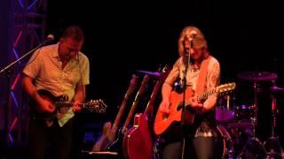 Lynne Hanson - Gravedigger (live)