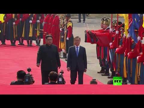 شاهد ما حدث بعد عبور رئيس كوريا الشمالية الخط الفاصل مع كوريا الجنوبية