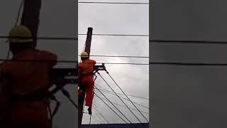 Bị điện giật khi xử lí lưới điện Tại Phú Yên