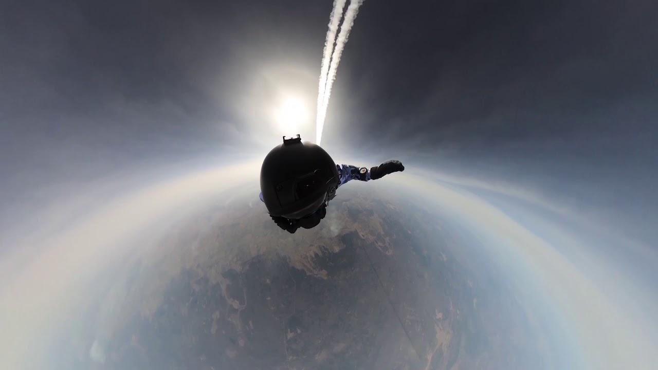 Первые в мире! Групповое десантирование с высоты 10 тысяч метров