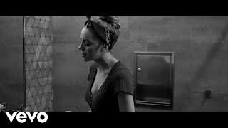 Danielle Bradbery - Worth It (A Cappella)