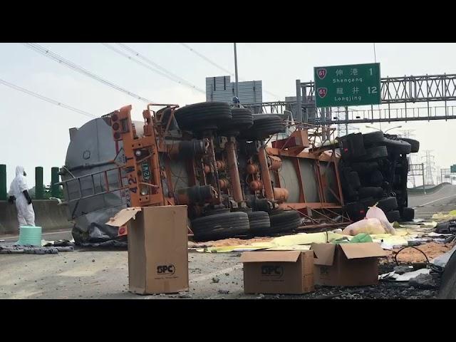 影/西濱快速道路線西段化學槽車翻車 駕駛罹難