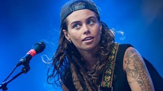 Emotional Solo on electrified Guitar by Tash Sultana performing Jungle