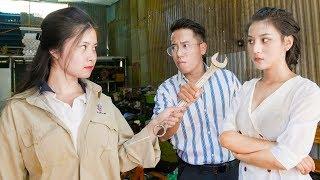 Em Gái Sếp Tổng Sửa Xe Máy Làm Bẩn Áo Mới Của Nữ Thư Ký Vênh Váo - RKM