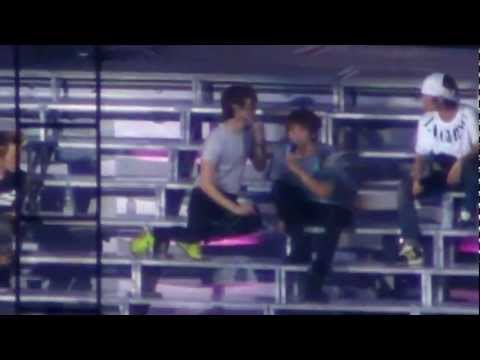 Jonghyun and Minho cute Kiss @ JoJo (rehearsal)