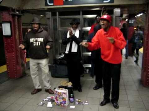 A capella New York subway - The Lion Sleeps Tonight