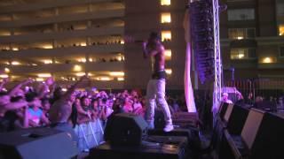 "Travis Scott Performs ""Antidote"" live"