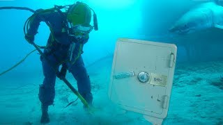 FINDING BURIED SAFE UNDERWATER!!