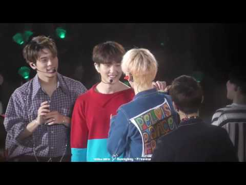 [FANCAM] SHINee Talking in the