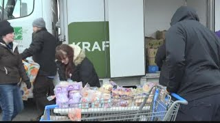 Local federal employee who got help from food bank: 'I never thought I'd be here'