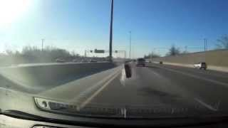 Оторвавшееся колесо едва не убило водителя в Канаде