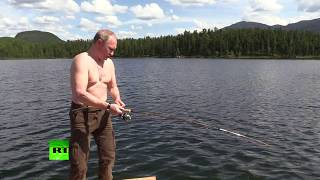 Siberian vacation: Putin takes short break to spearfish, hike & sunbathe